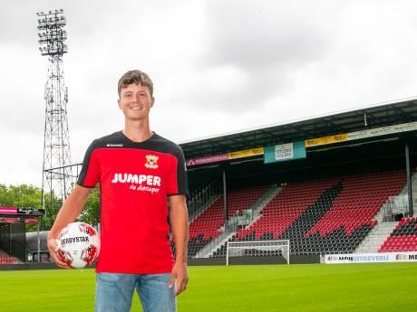 Voetballende zanger Kuipers 'landt' op advies van legendarische oom André als linksback in Deventer