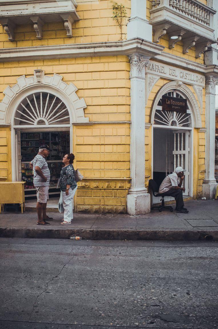 Overal in de stad is de koloniale geschiedenis terug te zien, naast winkels en woningen worden de panden steeds vaker opgeknapt om er een hotel van te maken. Beeld Stijn Hoekstra