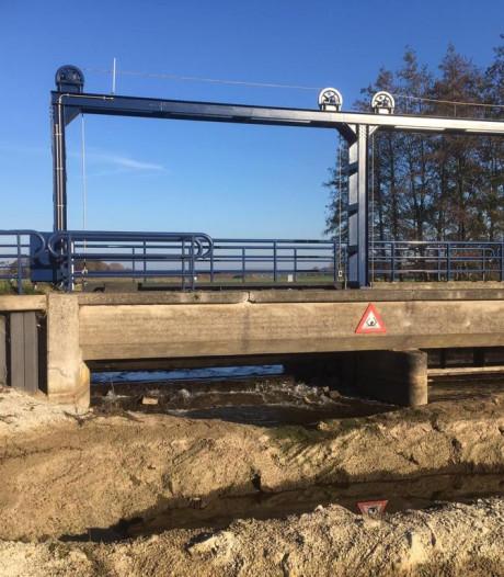 Water stroomt weer door Berkel bij Warnsveld na leidingbreuk