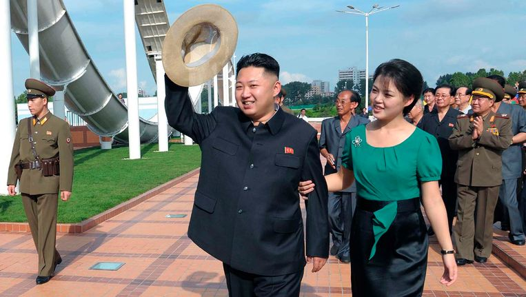 Kim Jong-Un met echtgenote Ri Sol-Ju. Beeld REUTERS