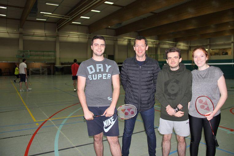 Charles Deberlanger, Wim Vanhaesebroeck (sportfunctionaris Kluisbergen), Florian Vanbrakel en Eva Vansteenkiste starten in 2019 met een recreatieve badmintonclub.