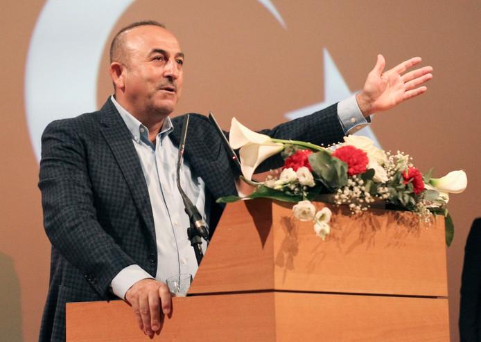 De Turkse minister van Buitenlandse Zaken Mevlut Cavusoglu tijdens zijn toespraak in de Franse stad Metz.