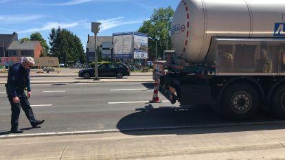 Fietsster (77) 'negeert' omleiding en verongelukt na botsing met vrachtwagen