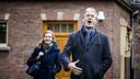 Minister Arie Slob met zijn woordvoerder bij aankomst op het Binnenhof.