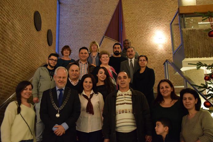 16 statushouders met burgemeester Theo Schouten