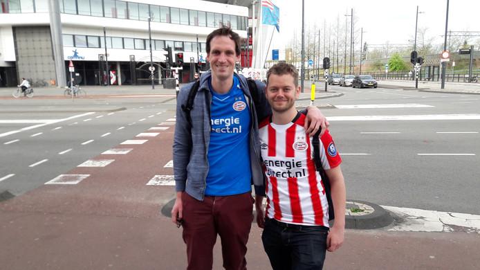 PSV-fans Reinier uit Utrecht en Rob uit Nijmegen zijn al vroeg in de stad voor de huldiging straks.