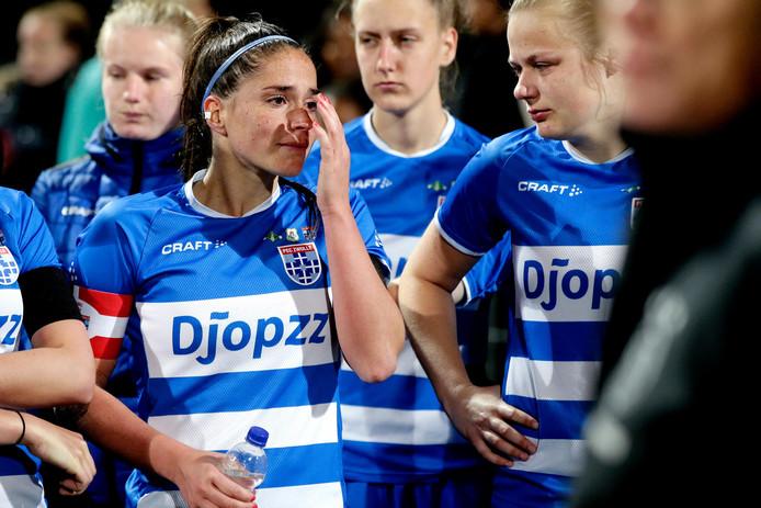 Verdriet bij Babiche Roof van PEC Zwolle nadat de ploeg in de bekerfinale verloor van Ajax. De Amsterdammers maakten in de laatste minuut van de blessuretijd het winnende doelpunt.