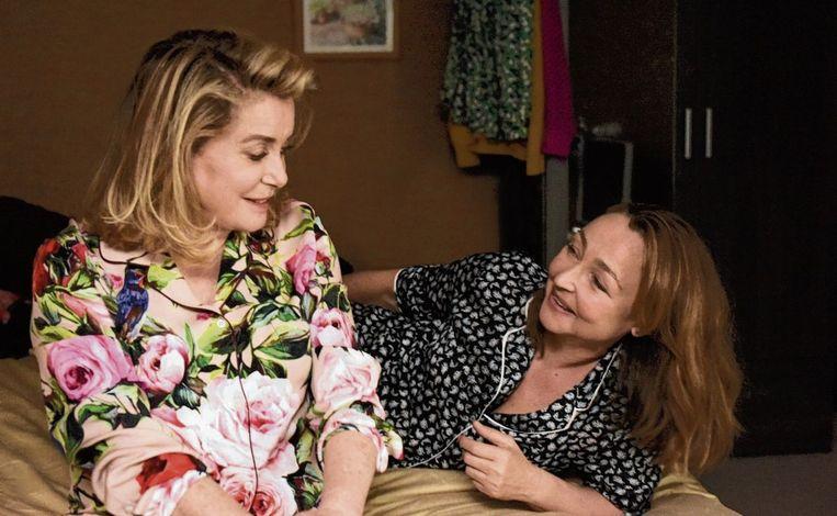 Catherine Deneuve en Catherine Frot in Sage femme van Martin Provost. Beeld