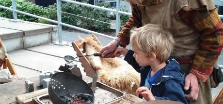 Spelen met skeletten en op zoek naar oude schatten bij Archeologiedagen in Prehistorisch Dorp