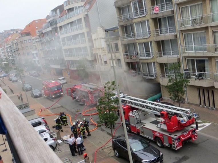 De zwaarste brand woedde onder het appartementsgebouw Bernini II langs de Leopoldlaan.