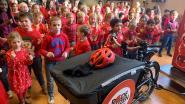 130 leerlingen gemeenteschool De Kei brengen zelfgemaakt Rode Neuzenlied live op Qmusic