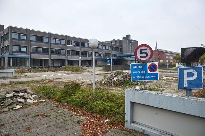 Het oude ziekenhuis Bernhoven in Veghel is behoorlijk vervallen na vijfenhalfjaar leegstand.