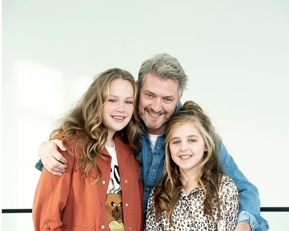 Kürt Rogiers met zijn kinderen dochter Lola en Merlijn.