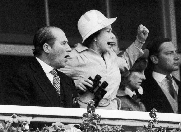 De echte Elizabeth met Lord Porchester in 1978. Beeld Mirrorpix via Getty Images