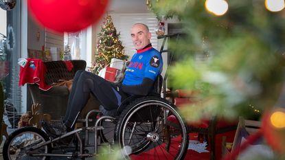 Ultraloper Serge duwt rolstoel 150 km ver voor Warmste Week