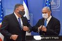 Mike Pompeo (links) en Benjamin Netanyahu, premier van Israël.