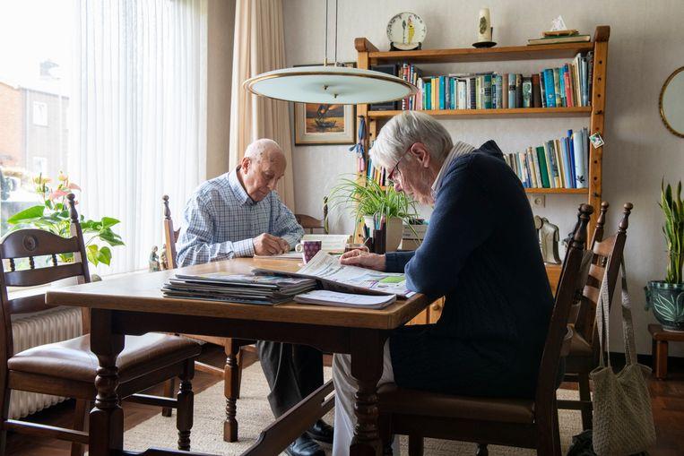 Een ouder echtpaar dat nog zelfstandig woont. Beeld Hollandse Hoogte / Patricia Rehe