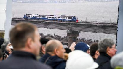 Langste brug van Rusland ondanks protest open voor treinverkeer