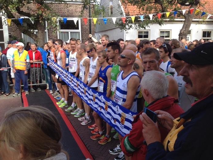 De start van de Kustmarathon in Burgh-Haamstede.
