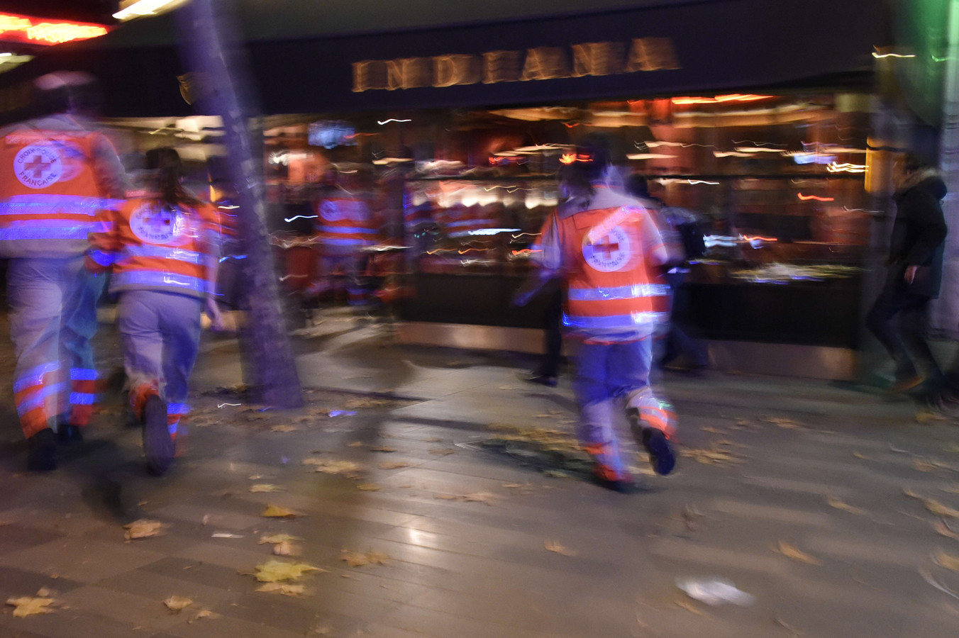 Reddingwerkers nabij Place de la Republique.