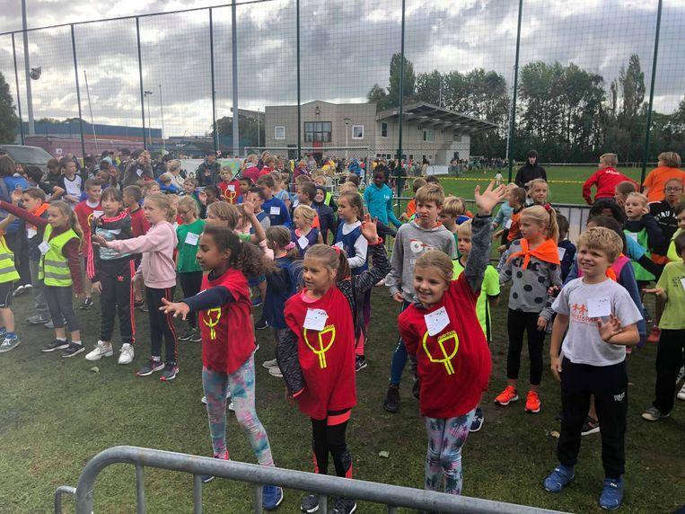 De scholenveldloop in de Kegge lokte 600 kinderen van verschillende Gistelse scholen.