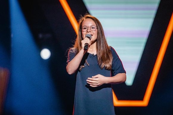 Emma in de 'Blind Auditions', waarin ze 'Dream a Little Dream of Me' zong