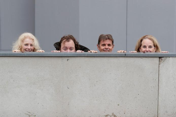 De organisatie van Gluren bij de buren. V.l.n.r. Marion Traas ('t Atrium Zutphen), Jelle van der Meulen (Hanzehof), Lex Hemelaar (Stadsonderneming Zutphen) en Petra Bennis (Muzehof). Foto: Zutphens Persbureau