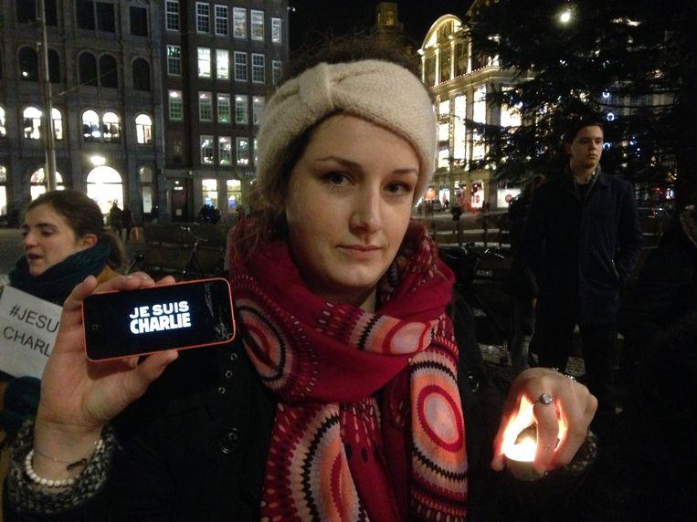 Een demonstrant op de Dam in Amsterdam vanavond. Beeld Rik Kuiper