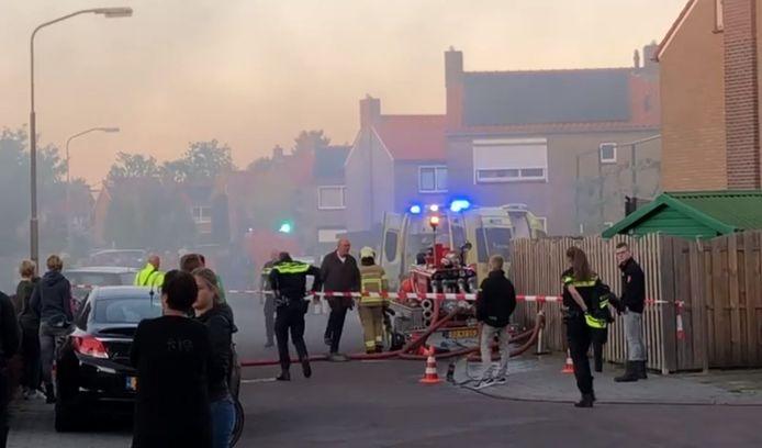 Bij de brand in Elburg kwam veel rook vrij. De buurt stond enige tijd blauw.