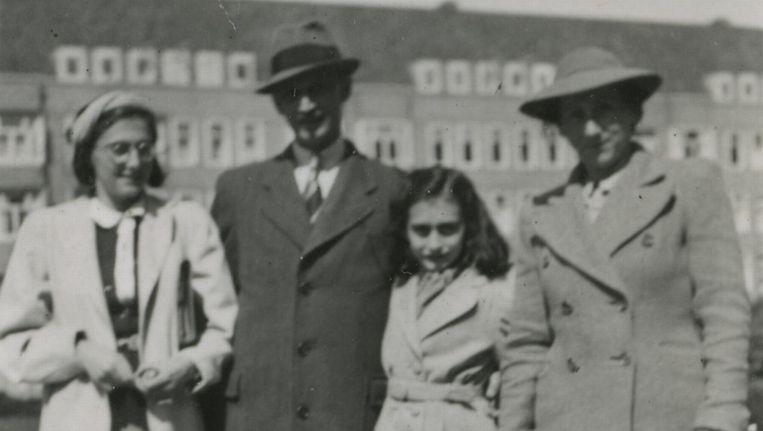Familie Frank aan het Merwedeplein in 1941. Beeld Anne Frank Stichting