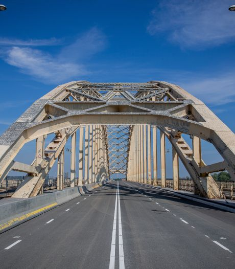 Waalbrug weer een weekeinde afgesloten voor auto en bus