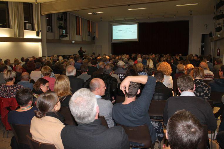 Het Saviocentrum zat tjokvol voor de eerste infovergadering rond de herinrichting van de stationsbuurt.