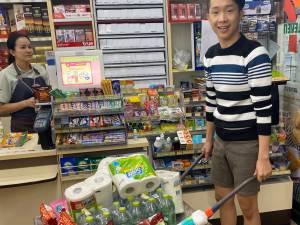 Les sacs plastiques interdits, les Thaïlandais innovent pour faire leurs courses