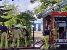 Flinke brand legt schuur in Zwolle volledig in de as