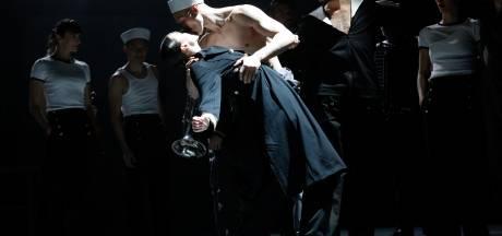 Zwalkend dansen op wereldmuziek in 'All hands on deck' in Parktheater Eindhoven