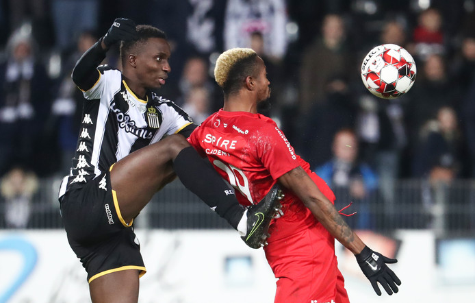 Charleroi's Modou Diagne and Eupen's Jonathan Bolingi fight for the ball during a soccer match between Sporting Charleroi and KAS Eupen, Saturday 09 November 2019 in Charleroi, on day 14 of the 'Jupiler Pro League' Belgian soccer championship season 2019-2020. BELGA PHOTO VIRGINIE LEFOUR