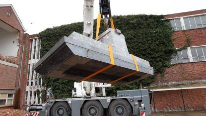 Kraan haalt altaar van 3.500 kilo uit oude kapel Ten Doorn