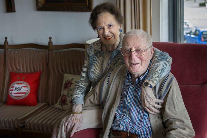 Dora en Harrie van den Nieuwenhof hopen in november op een herkansingsfeestje.
