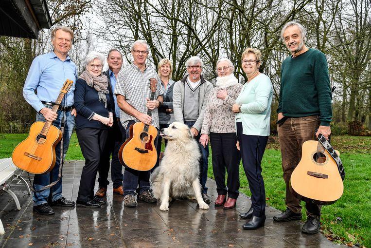 De muzikanten van 't Vertier leerden elkaar kennen in de folkafdeling van de Lebbeekse muziekacademie.