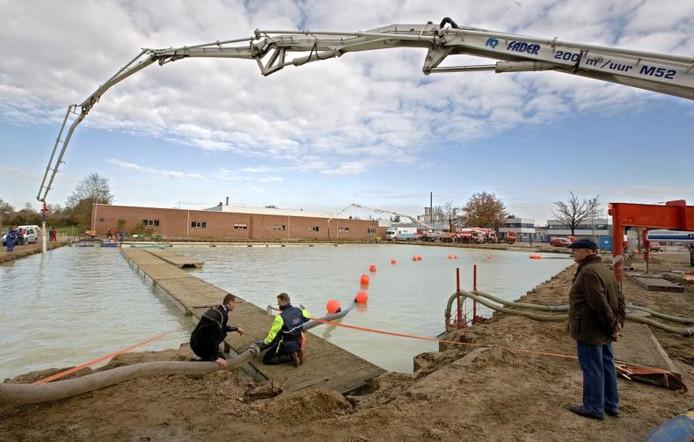 Genoeg Beton storten in 'bak' vol water | Achterhoek | gelderlander.nl JM31