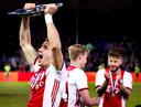 De cgraafschgap-=Ajax kampioenswedstrijd 2018/2019 Ajax is Landskampioen. Dusan tadic met de schaal Foto ; Pim Ras