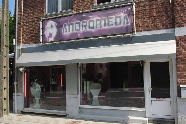 Club Andromeda ligt langs de Chaussée d'Amour in Heers.
