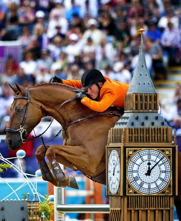 Kantorenontwikkelaar Ger Visser stopte een deel van zijn winsten in een paardenstal en boekte ook daar succes. Het springpaard London met ruiter Gerco Schröder haalde op de Olympische Spelen van Londen in 2012 twee keer zilver. Beeld EPA