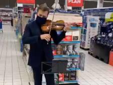 Renaud Capuçon sort son violon au rayon livres du Carrefour