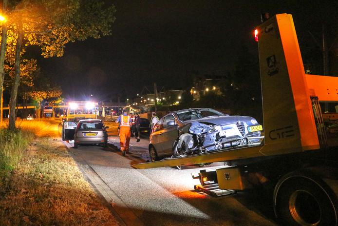 Twee auto's raakten zwaar beschadigd na een aanrijding in Nieuwegein.