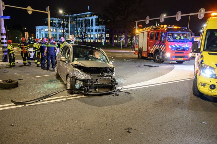 Gewonde bij ongeluk op kruispunt in Breda