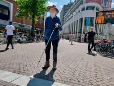 Hildo is blind en heeft het in coronatijd nog moeilijker op straat: 'Eigenlijk net topsport'