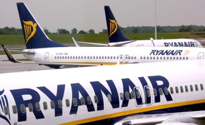 Raaltenaren Vast In Vliegtuig Ryanair Raalte Destentornl