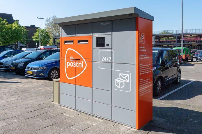 De nieuwe post- en pakketautomaat is grijzer.