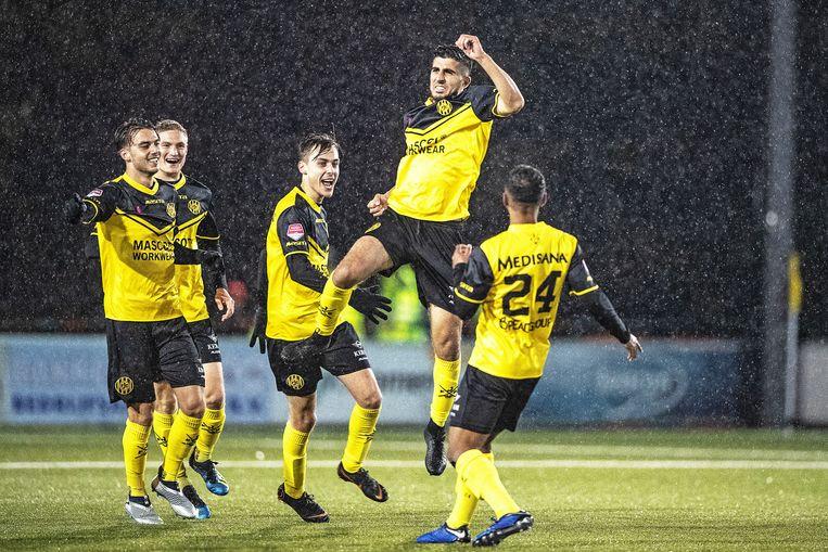 Rodaspelers blij met de 0-1 van El Makrimi. Beeld Guus Dubbelman